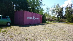 Vi har købt en 20 fods container, til byggematerialer, værktøj og kaffedrikning