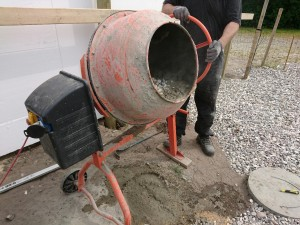 Og vi blander beton - igen tak for lån Ole..