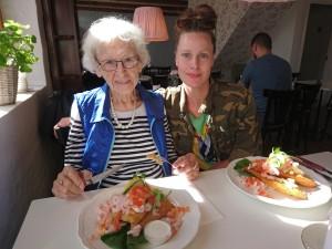 Til tøsefrokost med Bedste og søster på Cafe Bedste i Nibe