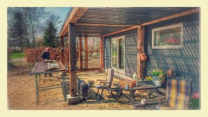 Vi bygger veranda. Forår, pipfuglekvider og kaffe...