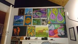 Så kom lidt af de gamle hyggeprojekter op på væggen, samt lidt morfar og Robert kunst.